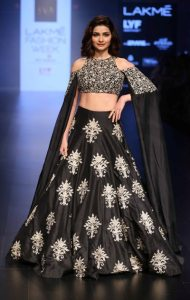 prachi-desai-for-sonam-and-paras-modi-at-lfw-wf-2016-2