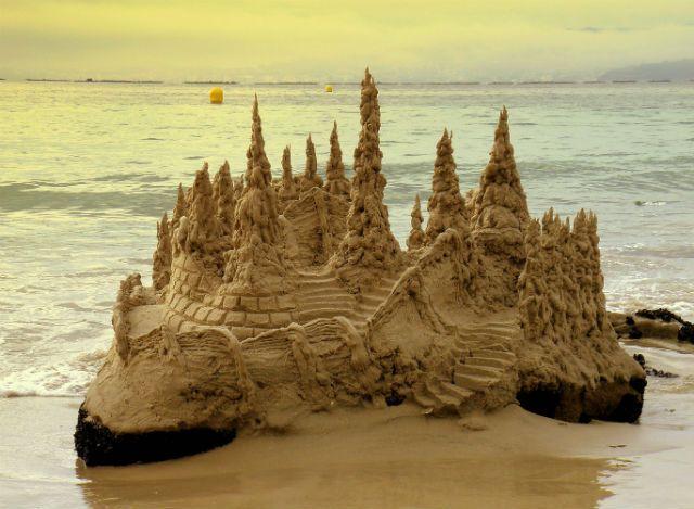 Castillo de arena en la Playa de Lapamán
