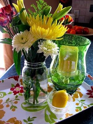 Flores variadas em vidros. Pinterest.