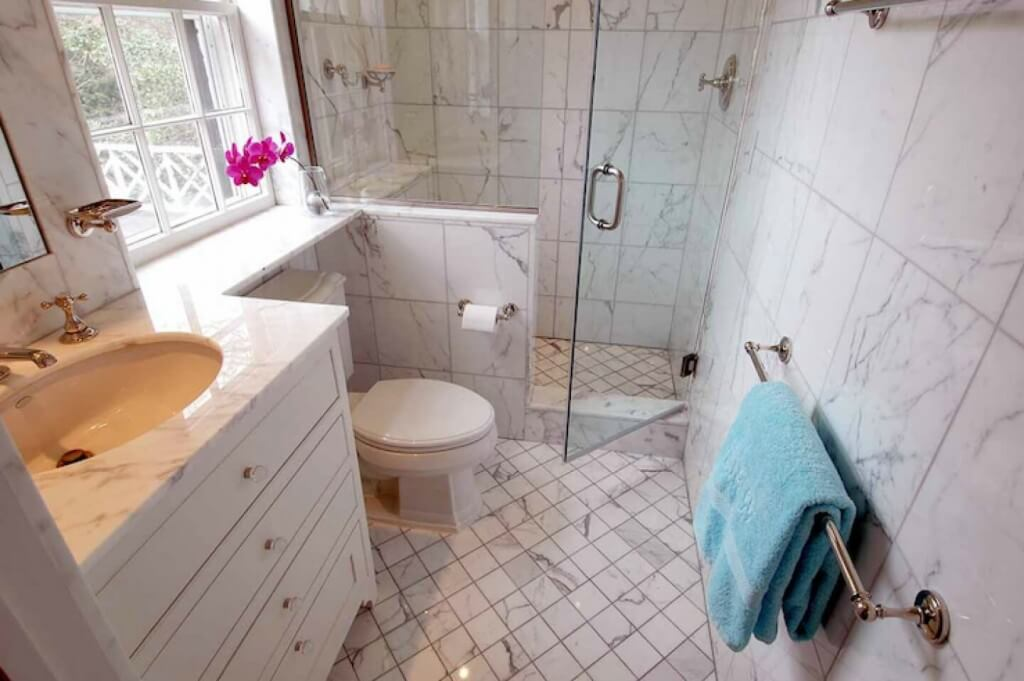 bathroom remodel cost guide for your apartment apartment geeks. Labor Cost To Remodel A Small Bathroom  1000 ideas about bathroom