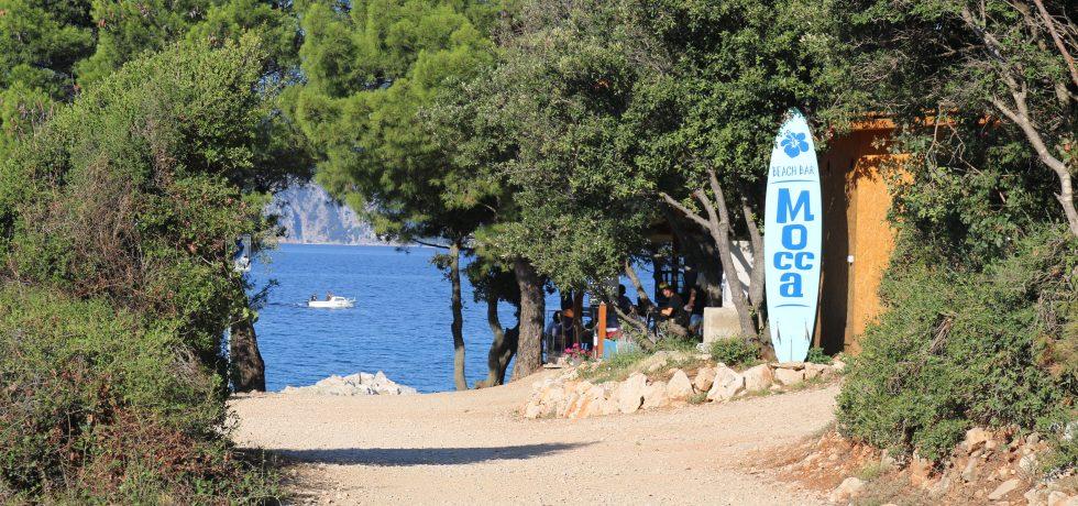 Strandweg zur Bucht und Mocca Beachbar