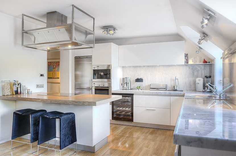 Sleek Apartment Kitchens