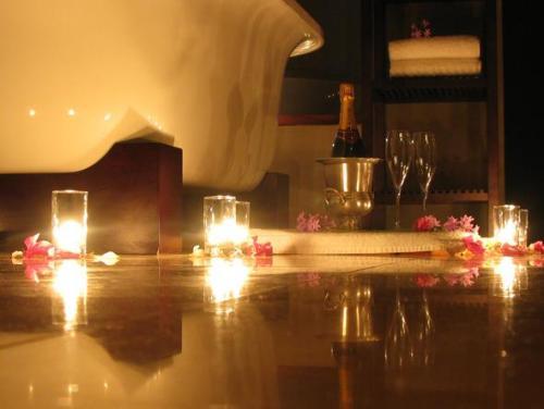 romantic bath decor