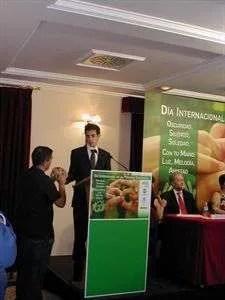 foto de Javier durante su charla. FOTO EUROPA PRESS