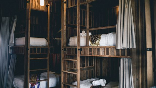 find cheap accommodation using hostels