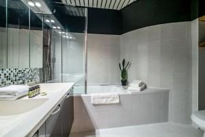 rental apartment nice france bathroom