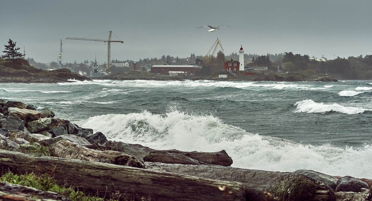 Fort Rod Hill, Fisgard Lighthouse during a windstorm