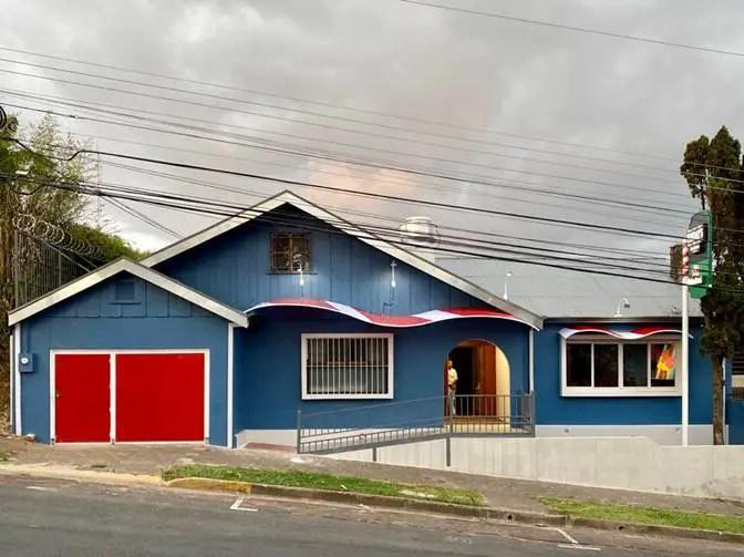 Icónico Restaurante Friday´s reabre sus puertas en Los Yoses