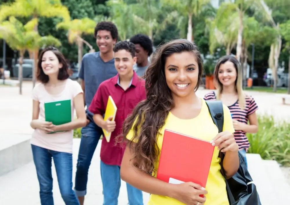 https://i2.wp.com/apetitoenlinea.com/wp-content/uploads/2021/03/mini_IMG-Fitur-Lingua-estudiantes-español-e1616777153562.jpeg?fit=1200%2C846&ssl=1