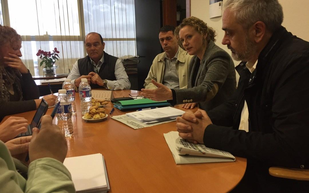 El PP recoge firmas para que el Ayuntamiento abone la subvención RECICLA en el recibo del agua
