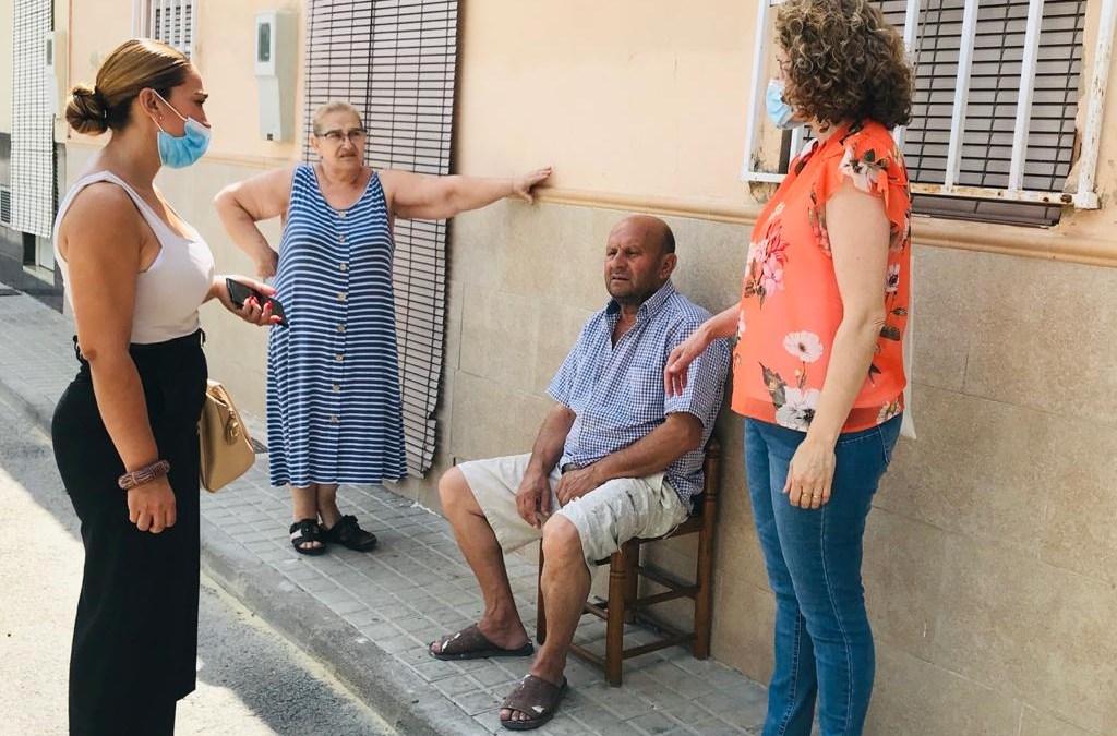 Folgado pulsa el barrio del Xenillet tras el estado de alarma, en una visita vecino a vecino