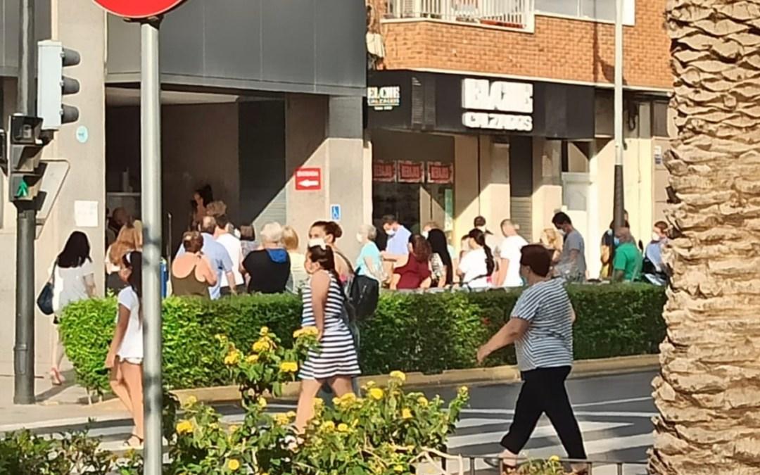 Folgado (PP) pide que se amplíe la plantilla del TDIC para evitar colas y caos en la puerta del Ayuntamiento de Torrent