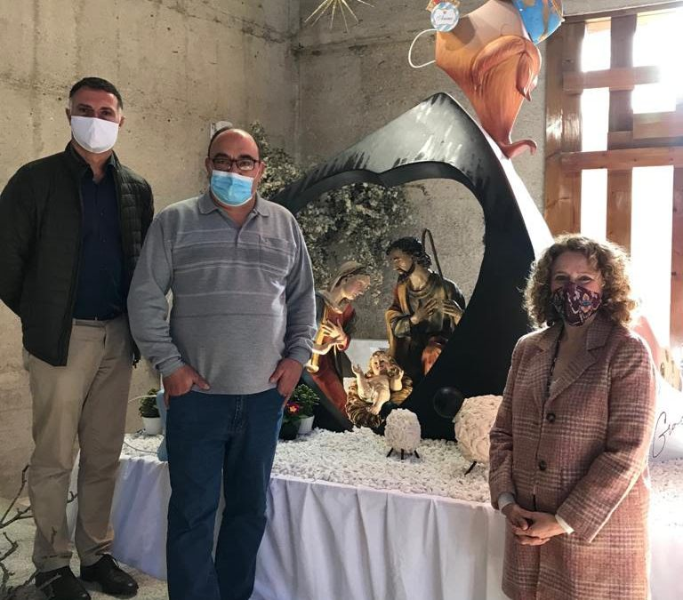 Folgado visita el Belén-falla ubicado en el Convento de los Dominicos del Vedat de Torrent