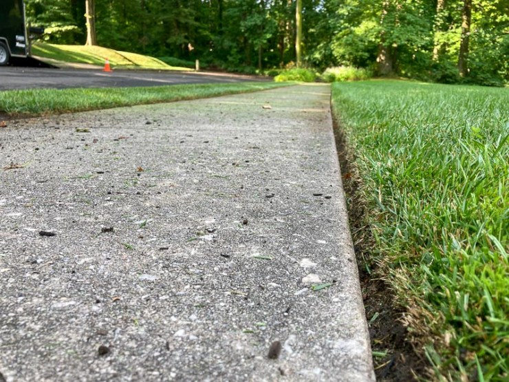 Lawn cut sidewalk edging