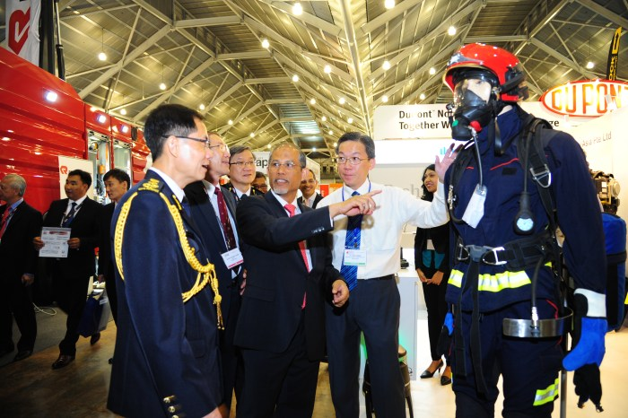 Mr Masagos Zulkifli, Senior Minister of State of Home Affairs and Foreign Affairs touring Fire & Disaster Asia 2014 1