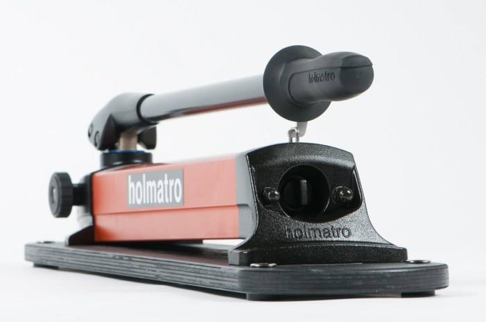 New compact and lightweight hand pumps from Holmatro_pic1