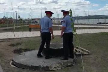 Акмолинские полицейские проверяют содержание смотровых колодцев и канализационных люков