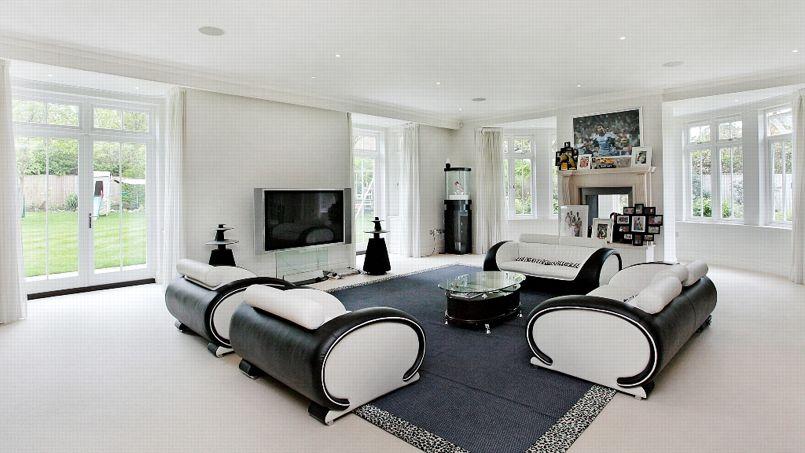L'air conditionné, le système de sécurité, la lumières et la musique sont programmables à distance à travers la maison.