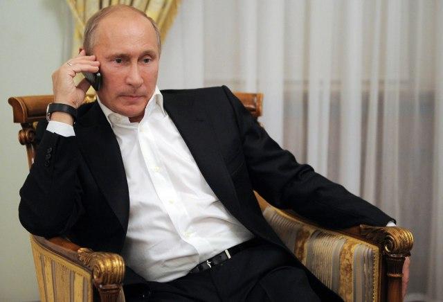 Russia: How Putin's Technophobia Keeping U.S. Spymasters in the ...