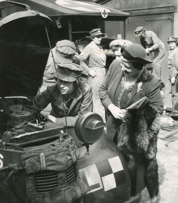 Queen Elizabeth II in WWII: Behind the Picture | Time