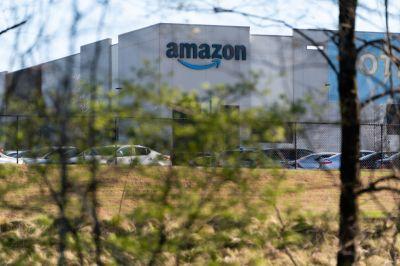 'Anda Tidak Bisa Melarikan Diri dari Daya Tarik Gravitasi Jeff Bezos.'  Bagaimana Amazon Memenangkan Suara Persatuan Awal di Alabama