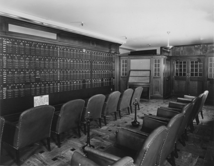 Brokerage Office in the Empire State Building, between 1931 and 1938.