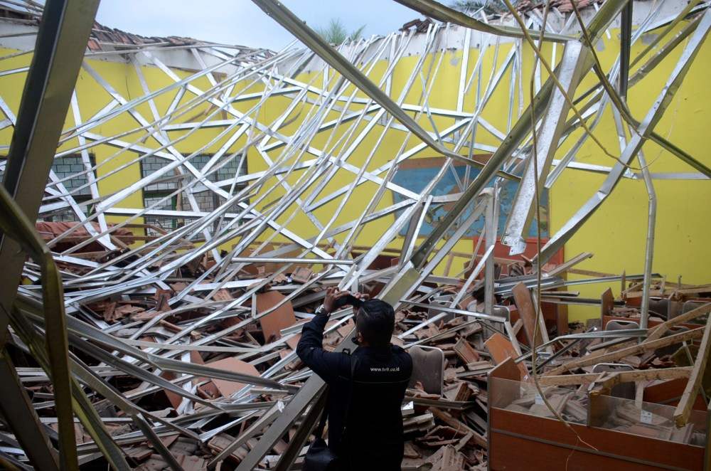 Earthquake in Indonesia Kills At Least 7 People