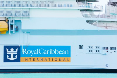 Royal Caribbean Tunda Pelayaran Pascapandemi Pertama Setelah 8 Awak Dites Positif COVID-19