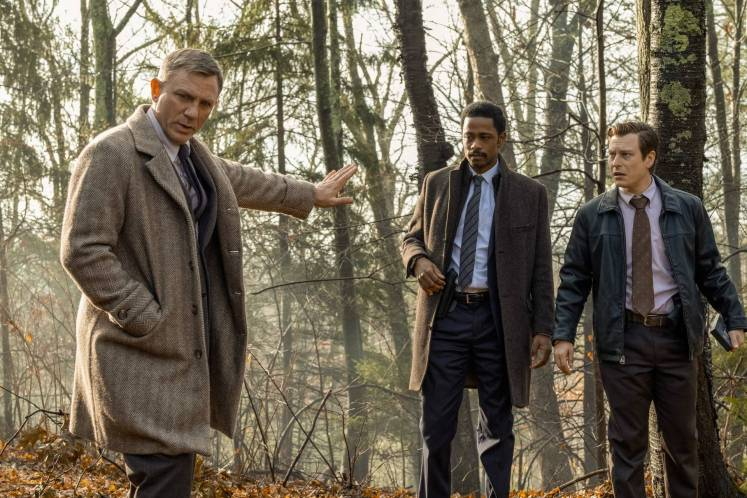 Detective Dupont (Daniel Craig) tells police officers Elliot and Wagner (Lakeith Stanfield and Noah Segan), to stand back, so he can steal the show with his dramatic declarations.
