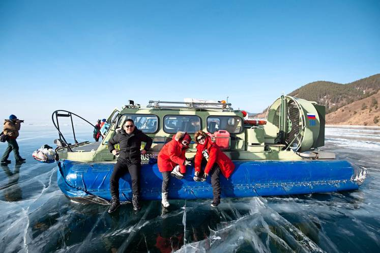 To get great views of the lake, just board a Khivus hovercraft.