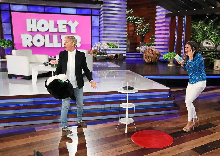 Talk show host DeGeneres and Kimball playing the Holey Roller game.