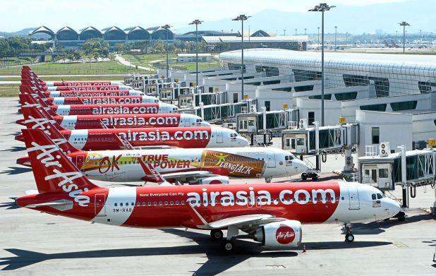 亚航集团已宣布其机队在整个网络中的暂时休眠状态。对于马来西亚亚航来说,这意味着3月28日至4月21日所有国际和国内航班将被暂停。— AZHAR MAHFOF / The Star