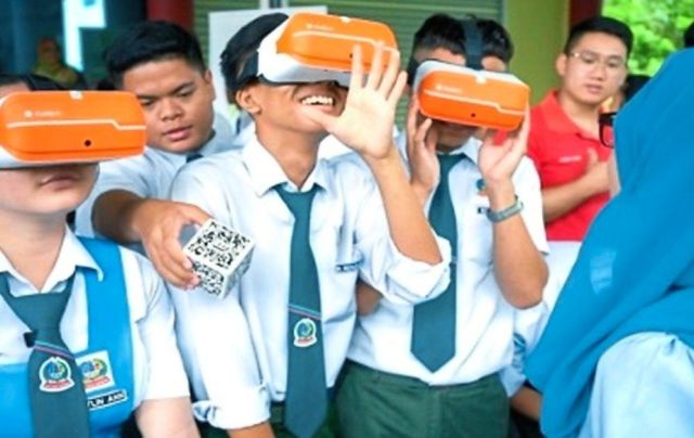 Futuristic: Maxis' digital learning flagship programme eKelas showcased the potential of 5G-powered virtual reality-enabled content for students