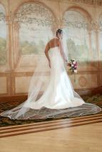 bridesdress.veil.weddingphotos.apicturesquememoryphotography