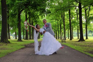 wedding-photos.bride-and-groom-in-park.a-picturesque-memory-photography.wedding-photographer