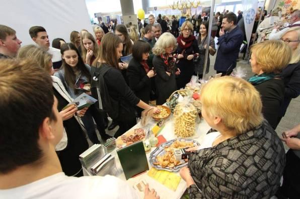 Šių metų parodos tema - maisto edukacijos, todėl prie kai kurių stendų susidarydavo spūstys.