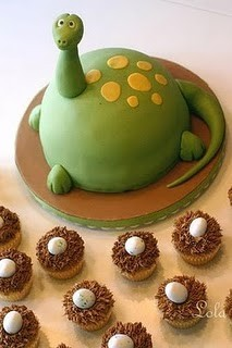 gift ideas for an 18 year old - dinosaur cake