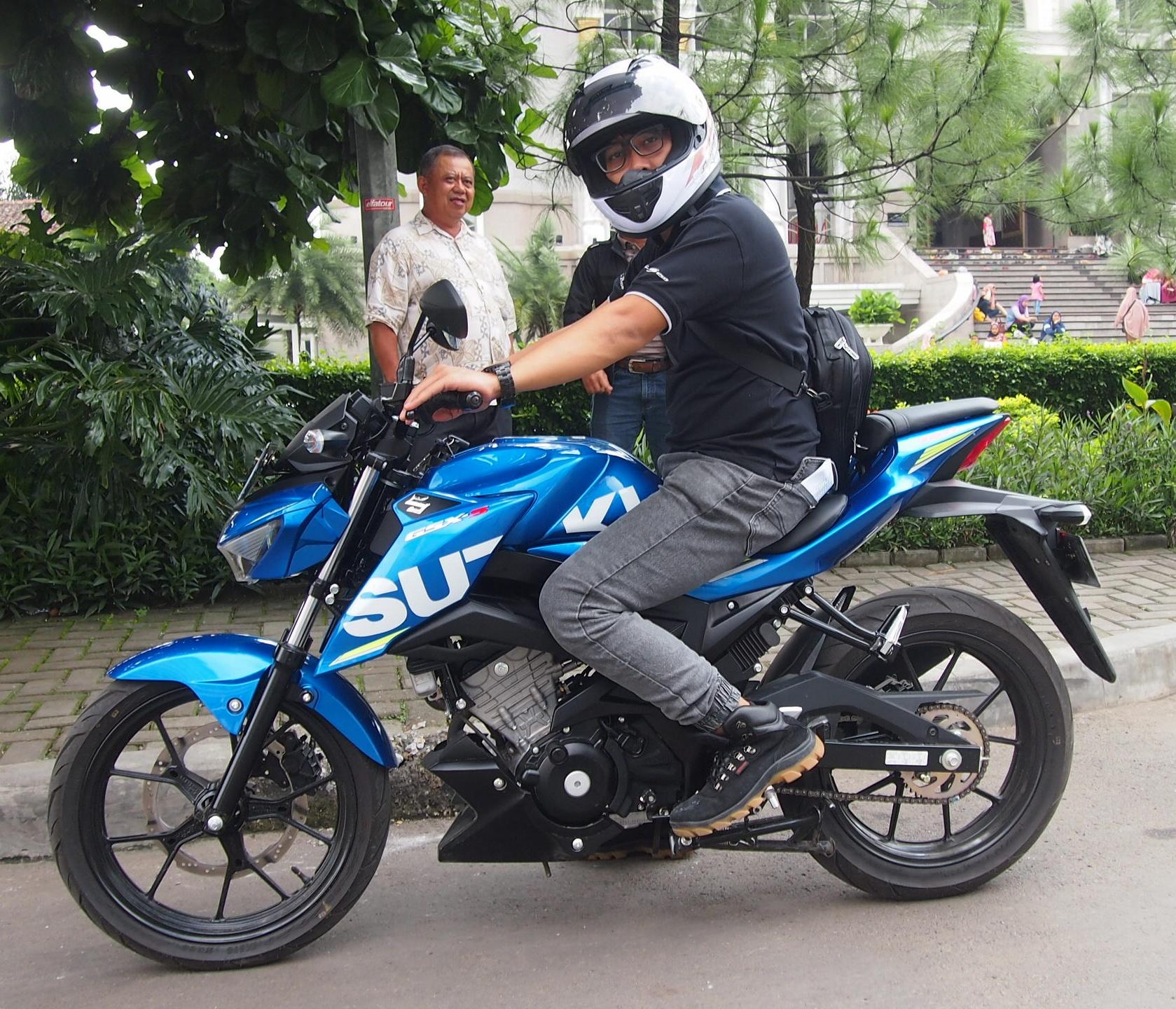 Intip Kredit Harga Terbaru Suzuki Gsx R150 Dan Gsx S150 Untuk