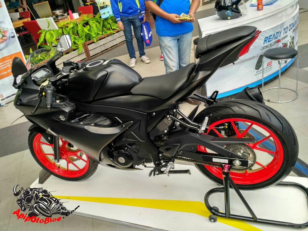 Modifikasi Suzuki GSX R150 Black Matte Velg Two Tone 3(1