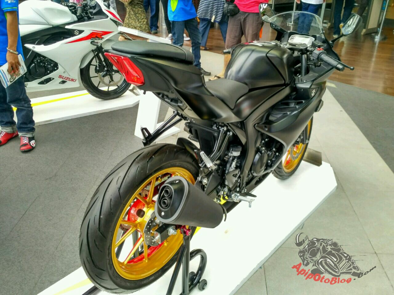 Modifikasi Suzuki GSX R150 Black Matte Velg Two tone..!