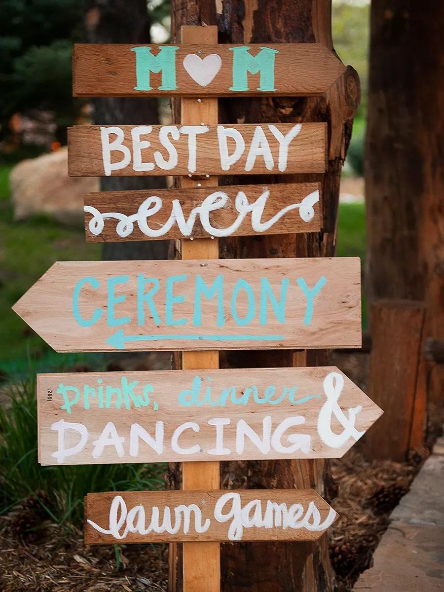 21 Pretty DIY Wedding Signs