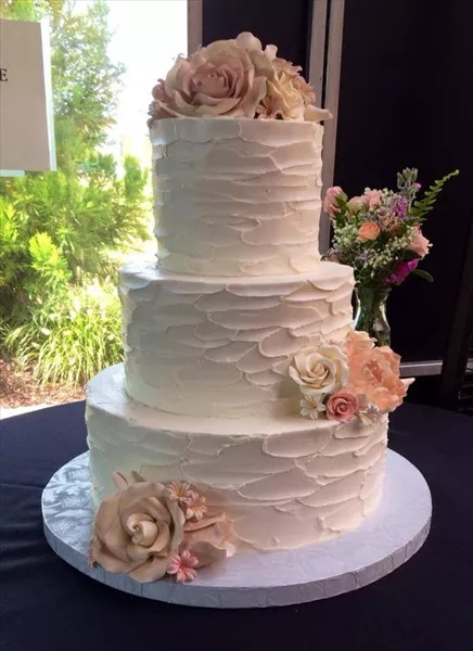 Beautiful wedding cake for a celebration  Affordable wedding cakes     Affordable wedding cakes south jersey