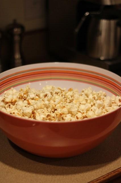 kettle corn, kettle corn recipe, kettle corn popcorn recipe, kettle corn homemade, kettle corn easy, old fashioned kettle corn, how to make kettle corn, kettle corn seasoning, stove top kettle corn #kettlecorn #recipes #popcorn