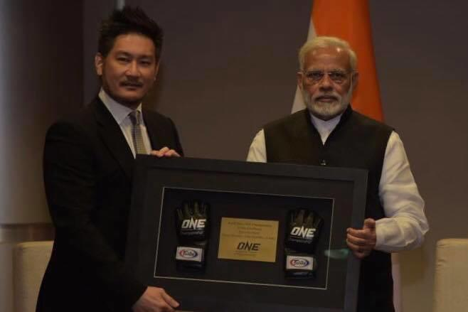 Chatri Sityodtong with Indian PM