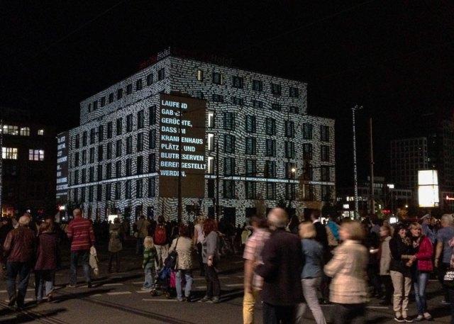 In Erinnerung an die friedliche Demonstration von 1989, Lichtinstallation