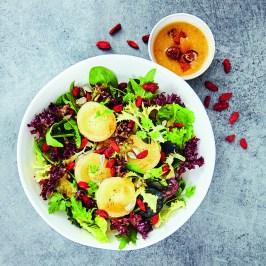 Wir lieben Salat - Pflücksalate mit Ziegenkäse, Aprikosen und Datteln