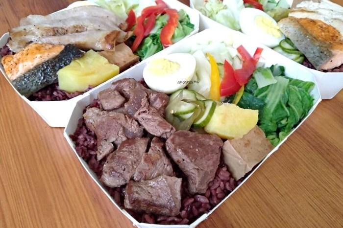 親子餐廳推出85元起低GI健康便當,板腱牛、松阪豬、烤鮭魚等還有蔬食便當,小島3.5度-island aurora 台中冒險館
