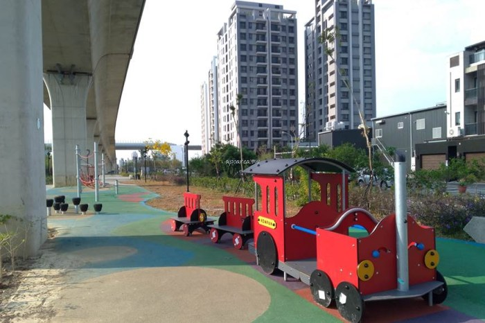 潭子綠空鐵道遊戲場。紅色小火車,運動攀爬繩,兒童小跳台,台中親子免費景點