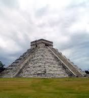 Foto de uma pirâmide Maia
