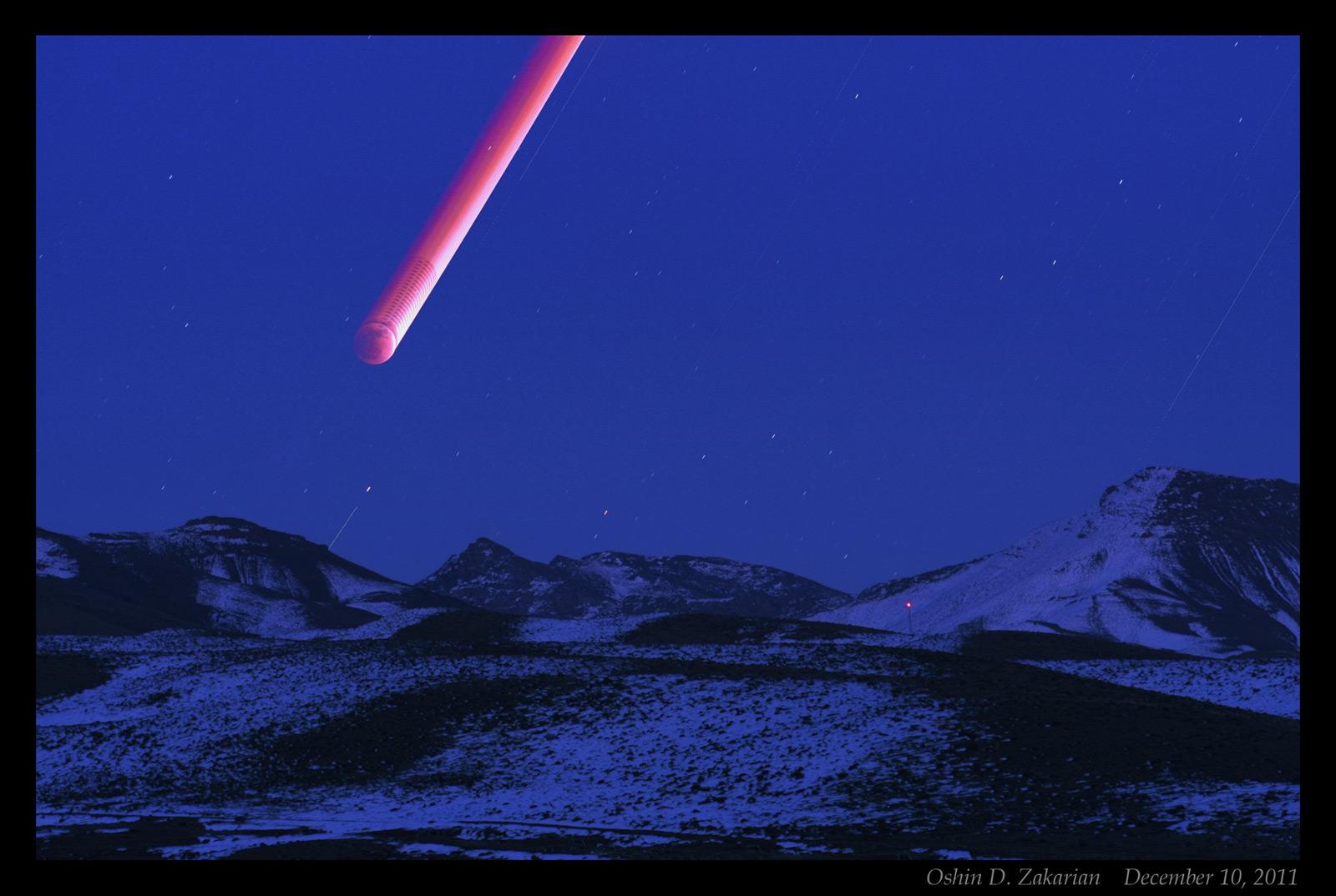 une série d'images de l'éclipse de lune du 10/12/11 en Iran( 10/12/11 redmoon in Iran)